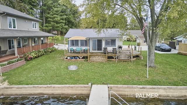 462 W Newaygo Drive, White Cloud, MI 49349 (MLS #21111098) :: Sold by Stevo Team | @Home Realty
