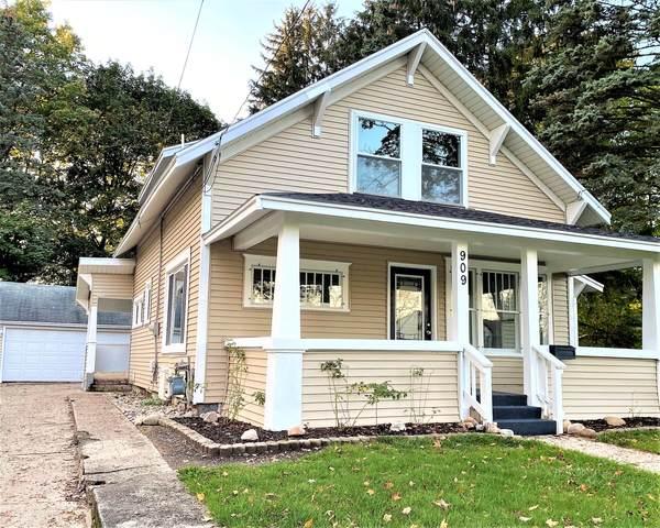 909 S Franklin Street, Greenville, MI 48838 (MLS #21111365) :: Sold by Stevo Team | @Home Realty