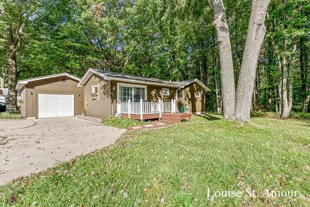 17700 Thornapple Lane, Spring Lake, MI 49456 (MLS #21111680) :: Deb Stevenson Group - Greenridge Realty