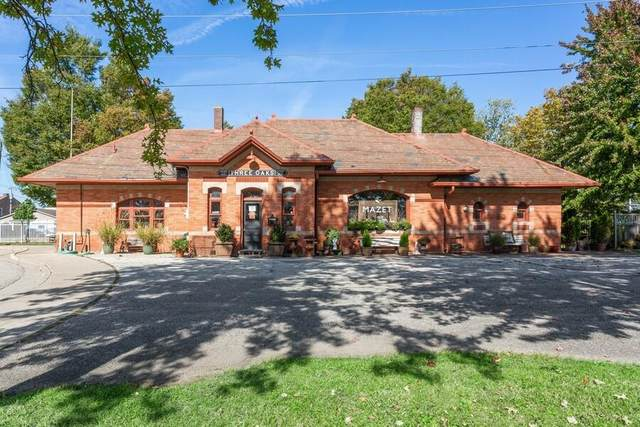 1 Oak Street, Three Oaks, MI 49128 (MLS #21111778) :: Sold by Stevo Team | @Home Realty