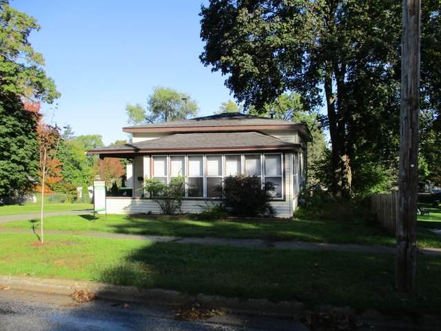 614 W Grove Street, Greenville, MI 48838 (MLS #21111785) :: Sold by Stevo Team | @Home Realty