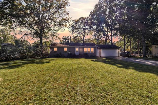 21601 Maple Glen Drive, Edwardsburg, MI 49112 (MLS #21111947) :: JH Realty Partners