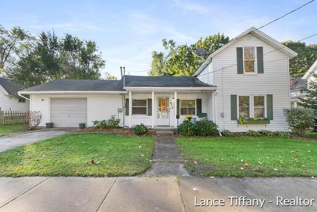 215 E Center Street, Belding, MI 48809 (MLS #21111990) :: Sold by Stevo Team   @Home Realty