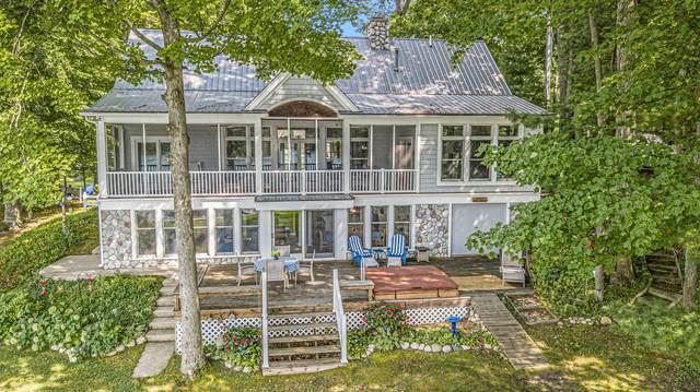 5201 S Gordon Avenue, Newaygo, MI 49337 (MLS #21112146) :: Deb Stevenson Group - Greenridge Realty