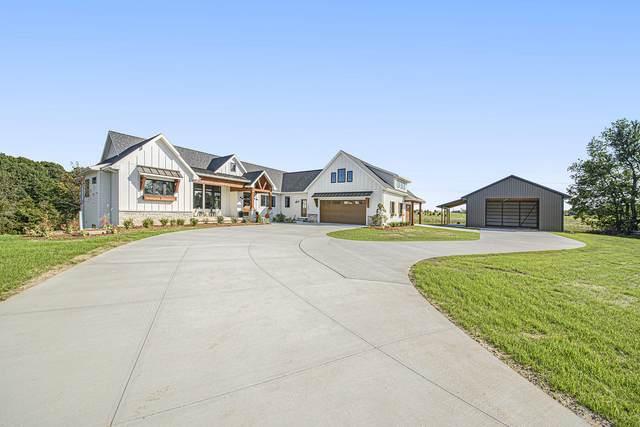 51 Burton Street SW, Grand Rapids, MI 49544 (MLS #21112463) :: The Hatfield Group