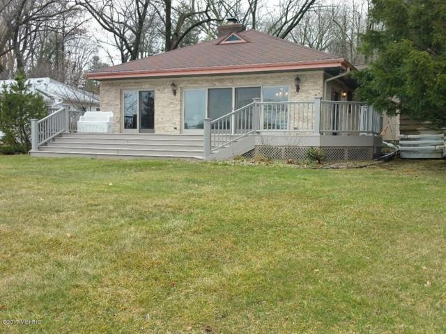 742 E Gull Lake Drive, Augusta, MI 49012 (MLS #17010583) :: Matt Mulder Home Selling Team