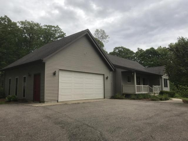 10524 Stoneridge Drive, Shelbyville, MI 49344 (MLS #17023411) :: Matt Mulder Home Selling Team