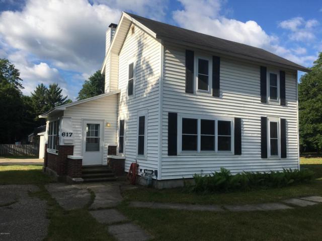 617 W Bridge Street, Plainwell, MI 49080 (MLS #17029461) :: Matt Mulder Home Selling Team