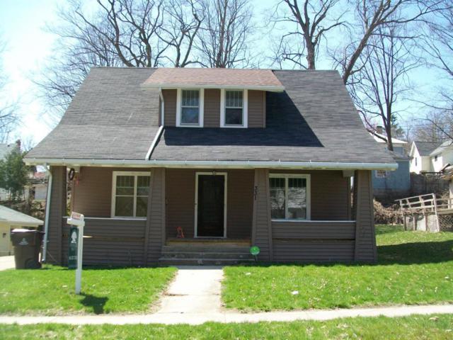 331 Division Street, Ionia, MI 48846 (MLS #18016192) :: Deb Stevenson Group - Greenridge Realty