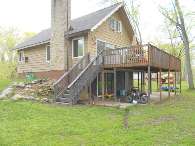 4275 W Maple Drive, Grant, MI 49327 (MLS #18020443) :: Deb Stevenson Group - Greenridge Realty