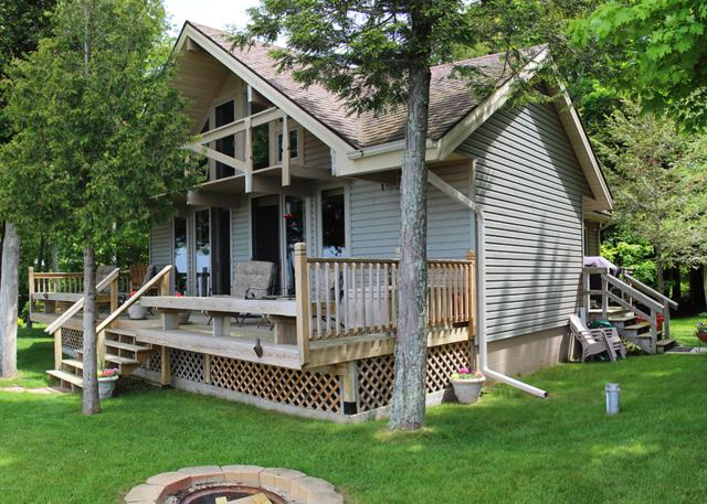 10929 Hollywood Avenue, Manistee, MI 49660 (MLS #18038176) :: JH Realty Partners