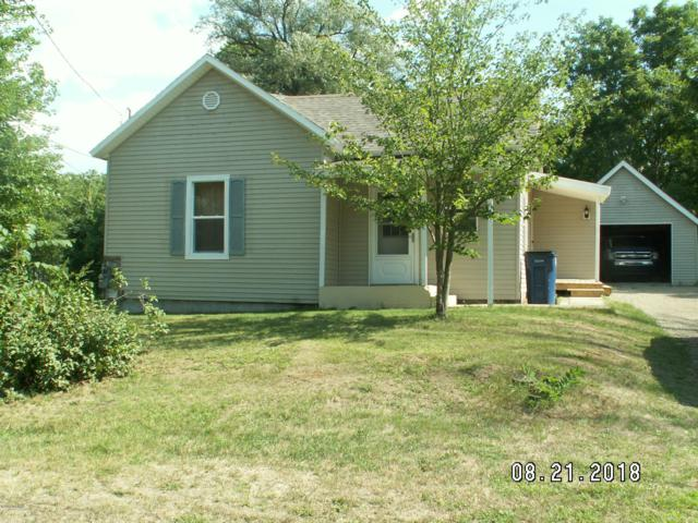 34 E Washington Street, Newaygo, MI 49337 (MLS #18041568) :: Carlson Realtors & Development