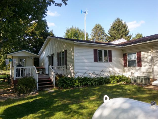 4385 S Gordon Avenue, Fremont, MI 49412 (MLS #18044961) :: Deb Stevenson Group - Greenridge Realty