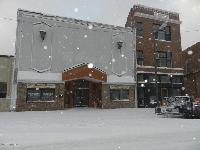 136 Pipestone Street, Benton Harbor, MI 49022 (MLS #19003259) :: Deb Stevenson Group - Greenridge Realty