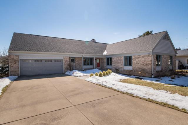 425 Midlakes Boulevard, Plainwell, MI 49080 (MLS #19008372) :: Deb Stevenson Group - Greenridge Realty