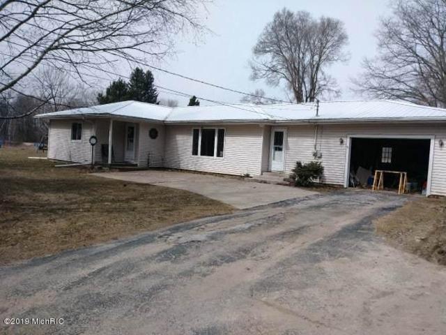 700 Coolidge Drive, Six Lakes, MI 48886 (MLS #19011910) :: Matt Mulder Home Selling Team