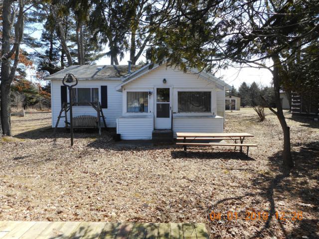 961 Coolidge, Six Lakes, MI 48886 (MLS #19013095) :: Matt Mulder Home Selling Team