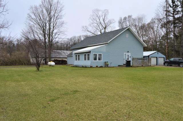 2413 W Washington Road, Pentwater, MI 49449 (MLS #19015509) :: Matt Mulder Home Selling Team