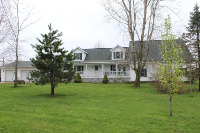 34340 36th Ave. Avenue, Paw Paw, MI 49079 (MLS #19018014) :: Matt Mulder Home Selling Team