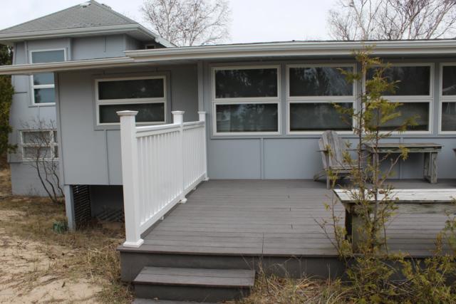 8998 Lakeside Avenue, Onekama, MI 49675 (MLS #19018838) :: Deb Stevenson Group - Greenridge Realty