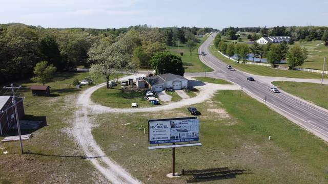 1035 S County Line Road, Manistee, MI 49660 (MLS #19019723) :: Jennifer Lane-Alwan