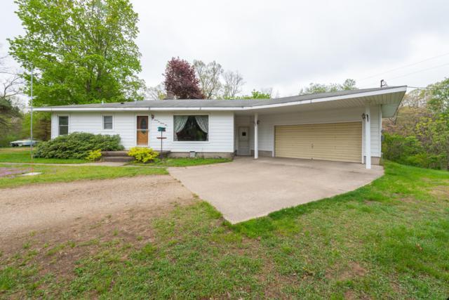 9299 Pine Island Drive NE, Sparta, MI 49345 (MLS #19021565) :: Matt Mulder Home Selling Team