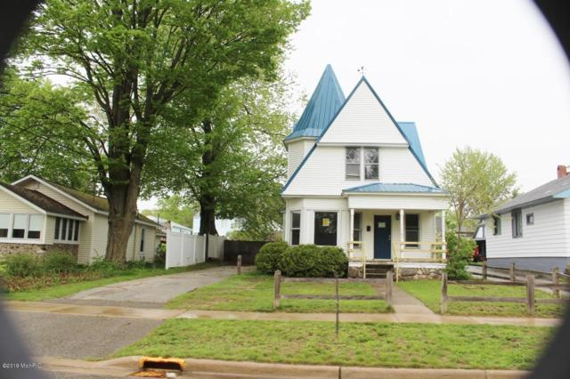 108 S Peach Street, Hart, MI 49420 (MLS #19022310) :: Matt Mulder Home Selling Team