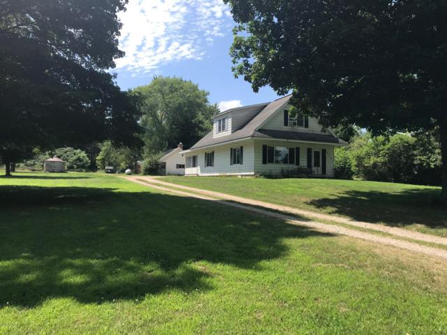 928 9th Street, Plainwell, MI 49080 (MLS #19032966) :: Matt Mulder Home Selling Team