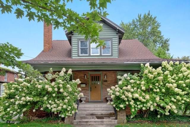 111 E Locust Street, Three Oaks, MI 49128 (MLS #19047381) :: CENTURY 21 C. Howard