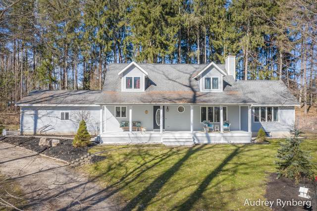 1367 W Shady Drive, Newaygo, MI 49337 (MLS #20011120) :: Jennifer Lane-Alwan