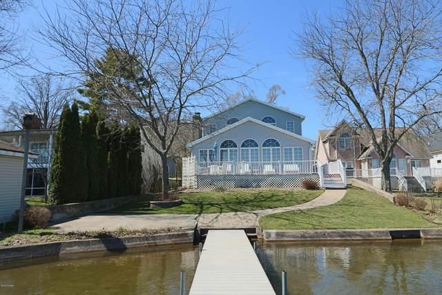 50147 W W Lakeshore Drive, Dowagiac, MI 49047 (MLS #20011920) :: Deb Stevenson Group - Greenridge Realty