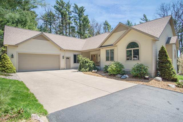 1587 W Crystal Lake Road, Whitehall, MI 49461 (MLS #20016667) :: Jennifer Lane-Alwan