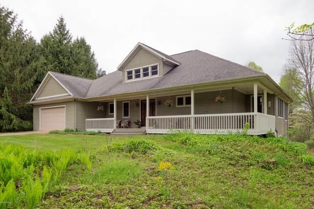 22154 Wynsmythe Drive, Mattawan, MI 49071 (MLS #20018409) :: Jennifer Lane-Alwan