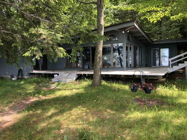 4282 Fox Farm Road, Manistee, MI 49660 (MLS #20023479) :: Jennifer Lane-Alwan