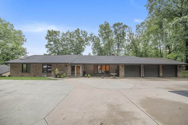 8221 26th Street, Gobles, MI 49055 (MLS #20038444) :: Jennifer Lane-Alwan