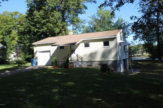 2367 Riverbank Avenue NE, Grand Rapids, MI 49525 (MLS #20039252) :: JH Realty Partners