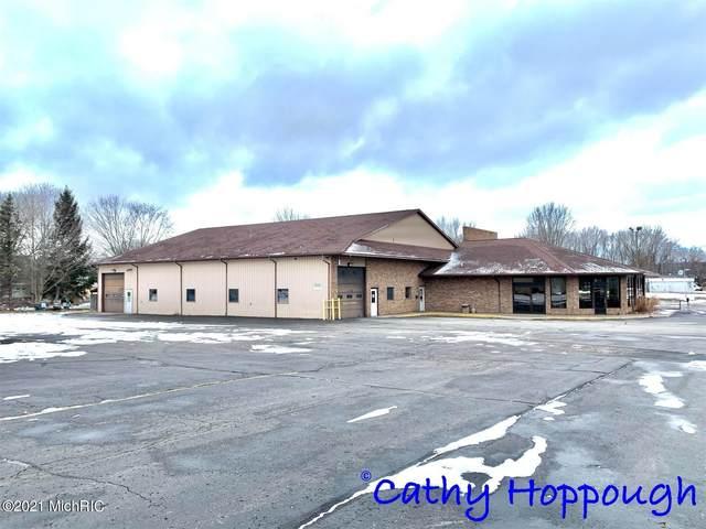 1196 S State Road, Ionia, MI 48846 (MLS #20040925) :: Deb Stevenson Group - Greenridge Realty