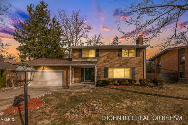 2747 Maplewood Drive SE, East Grand Rapids, MI 49506 (MLS #21005031) :: Ginger Baxter Group