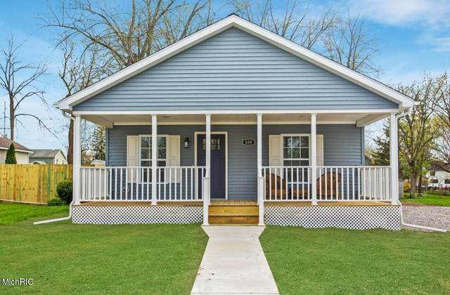 108 E Beech Street, Three Oaks, MI 49128 (MLS #21012724) :: Keller Williams Realty | Kalamazoo Market Center