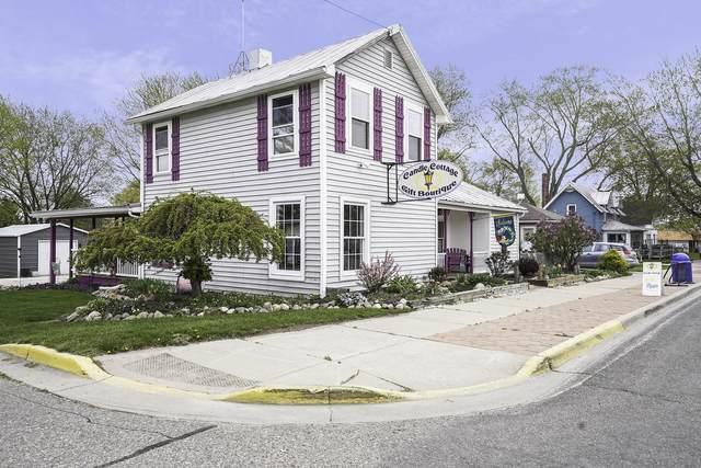 203 S Main Street, Crystal, MI 48818 (MLS #21013553) :: Ron Ekema Team