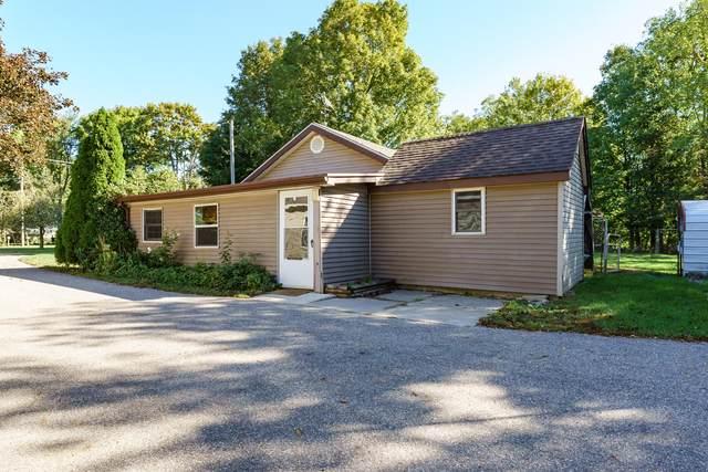 5280 E V Avenue, Vicksburg, MI 49097 (MLS #21107854) :: Sold by Stevo Team | @Home Realty