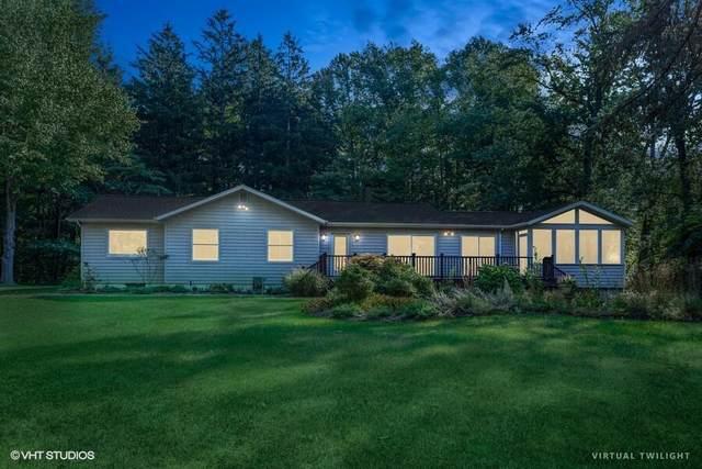 6368 E Lake Lane, Sawyer, MI 49125 (MLS #21108283) :: The Hatfield Group