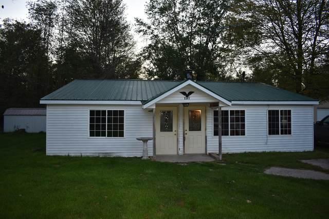 2567 S Walnut Avenue, White Cloud, MI 49349 (MLS #21108629) :: The Hatfield Group