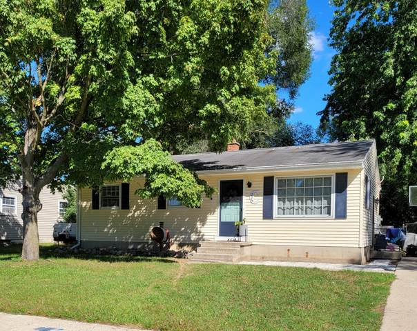 225 Donna Drive SE, Lowell, MI 49331 (MLS #21112192) :: Deb Stevenson Group - Greenridge Realty