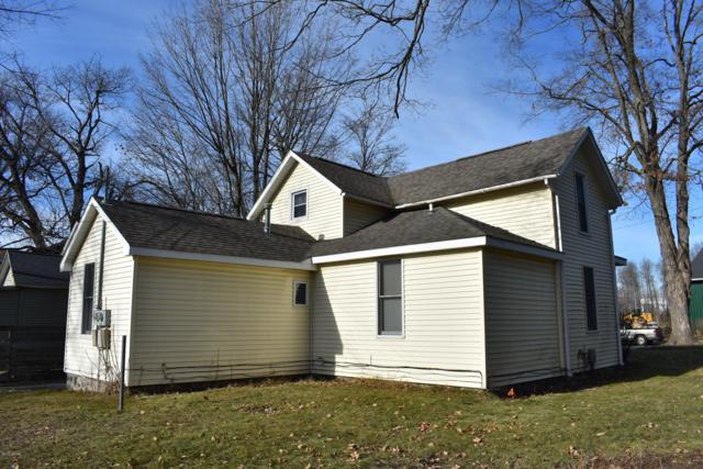 110 W Elm Street, Fremont, MI 49412 (MLS #18054090) :: Deb Stevenson Group - Greenridge Realty