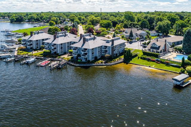 400 Lakeview Court #37, Spring Lake, MI 49456 (MLS #18054613) :: Deb Stevenson Group - Greenridge Realty