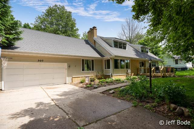 307 Iowa Street, Whitehall, MI 49461 (MLS #20016843) :: Jennifer Lane-Alwan