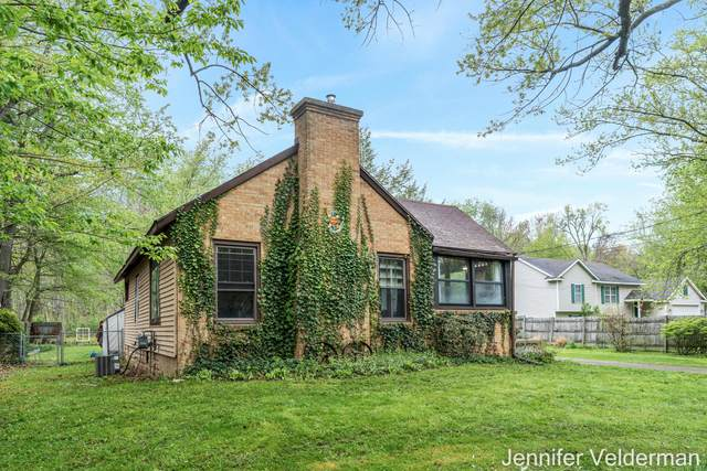 1229 Maplerow Avenue NW, Grand Rapids, MI 49534 (MLS #21016113) :: Ginger Baxter Group