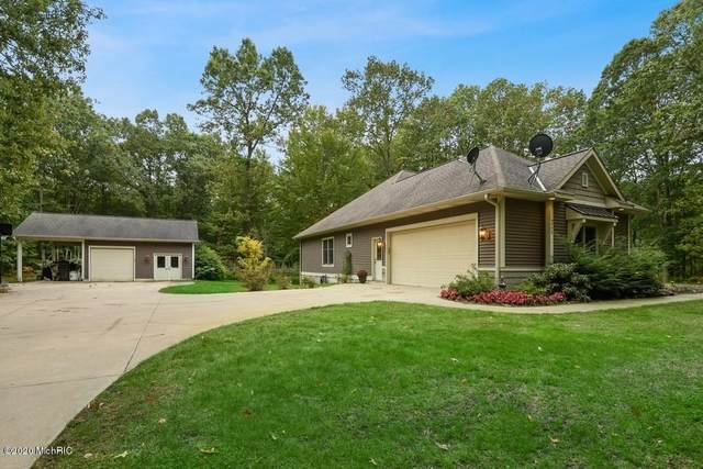 5794 130th Avenue, Fennville, MI 49408 (MLS #20041867) :: Deb Stevenson Group - Greenridge Realty