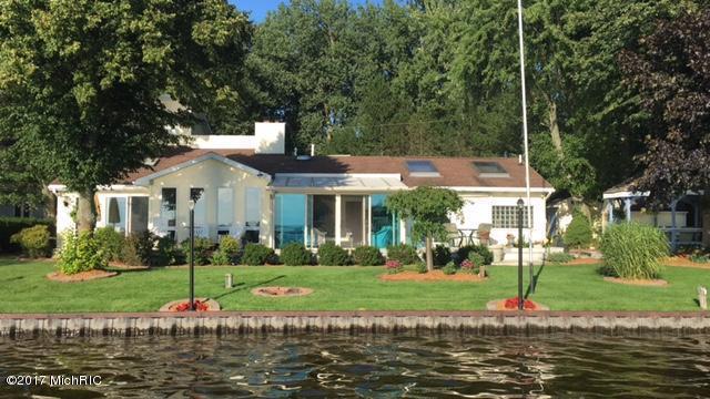 2364 Vista Point Drive, Wayland, MI 49348 (MLS #17023715) :: Matt Mulder Home Selling Team